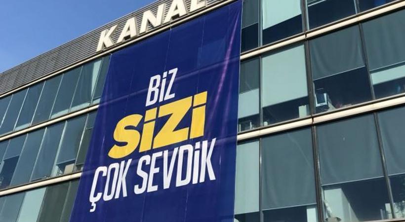 Kanal D çalışanlarından sürpriz pankart!