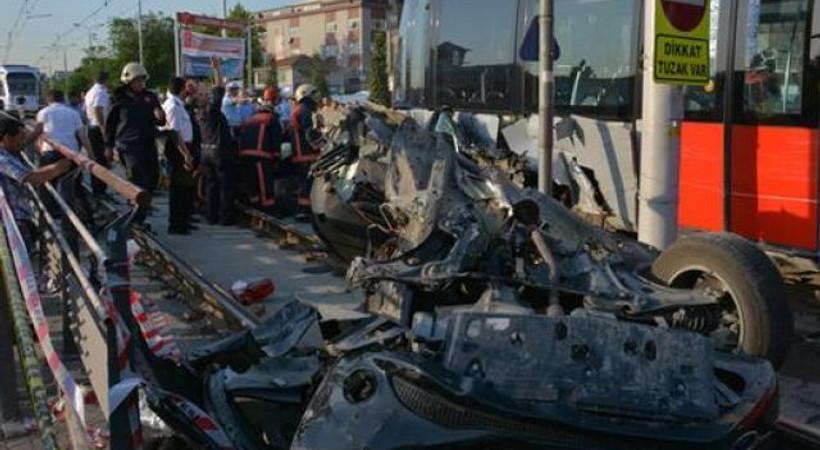Tramvay'da kaza! CNN Türk çalışanları yaralandı!