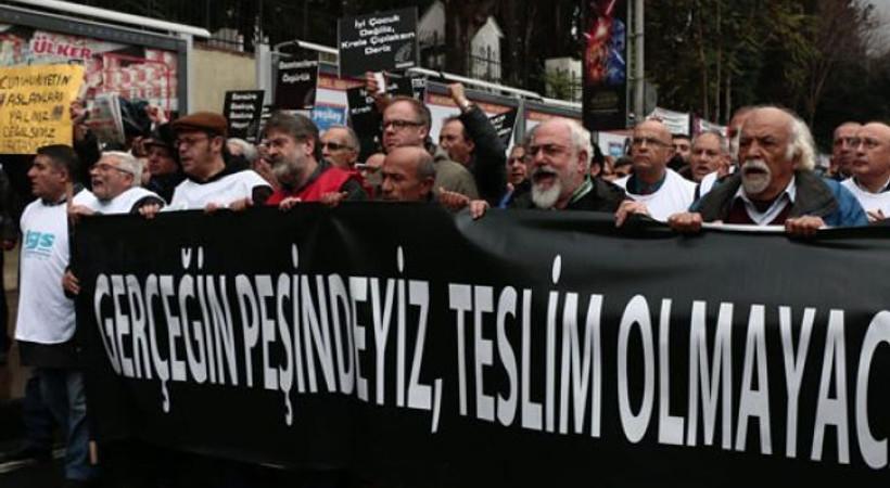 Gazeteciler Dündar ve Gül için yürüdü