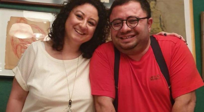 Ertem Eğilmez'in torunu Arzu Çevikalp, yeni yaşını dostlarıyla kutladı
