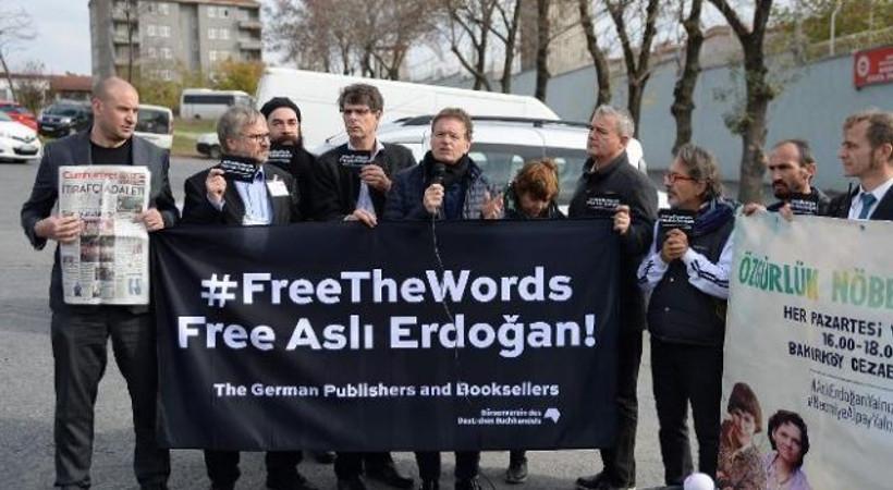 Alman Kitap Basım ve Yayıncılar Birliği'nden Aslı Erdoğan'a destek eylemi