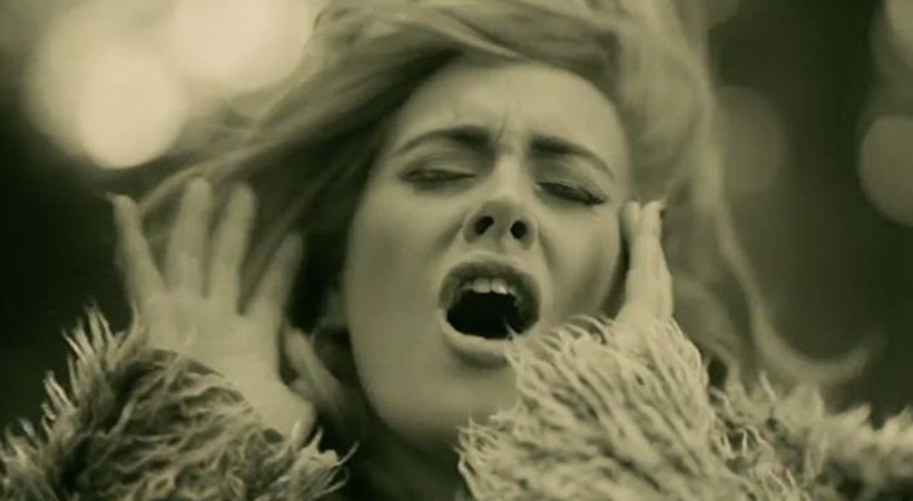 Adele hayranlarına merhaba dedi