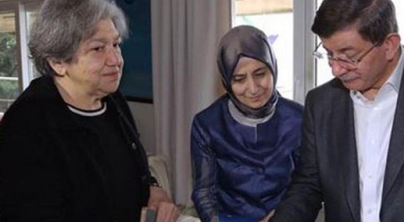 Başbakan Davutoğlu'ndan Yaşar Kemal'in eşine taziye ziyareti