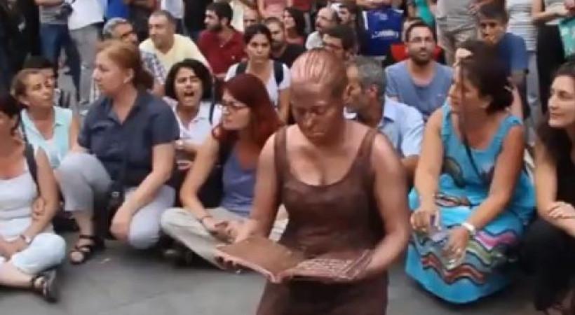 Nuriye ve Semih protestosuna polis müdahalesi! Sanatçıyı gerçek heykel sandılar
