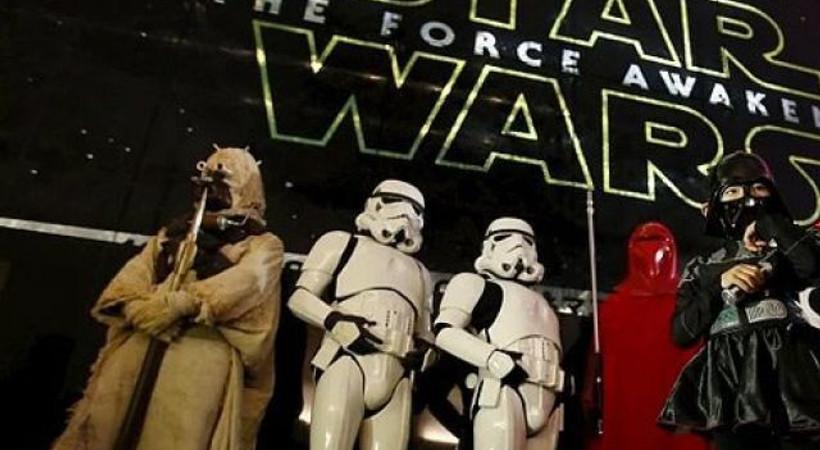Star Wars'ta güç rekora uyandı: 4 günde 529 milyon dolarlık hasılat!