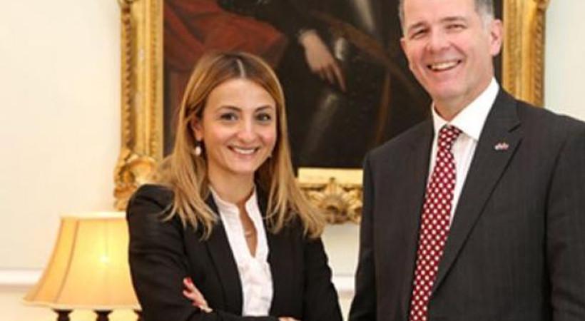 İngiltere Büyükelçisi'nden Hürriyet muhabirine geçmiş olsun mesajı!