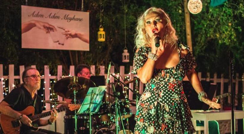 Zeliha Sunal yaz aylarında da sahnede!