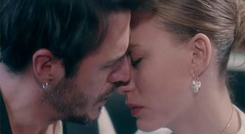'Fi-Çi'de 2017'nin son öpücüğü!