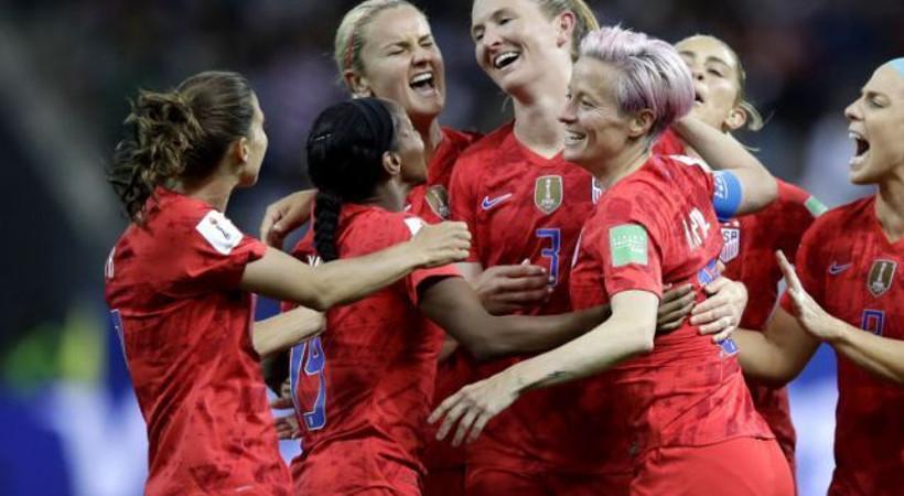 Habertürk yazarı Karasu: Kadın futbolcunun gol sevinci ayıp mı?
