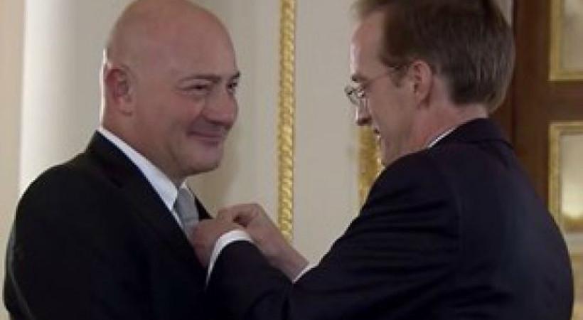 Ferit Şahenk'e Legion d'Honneur nişanı verildi