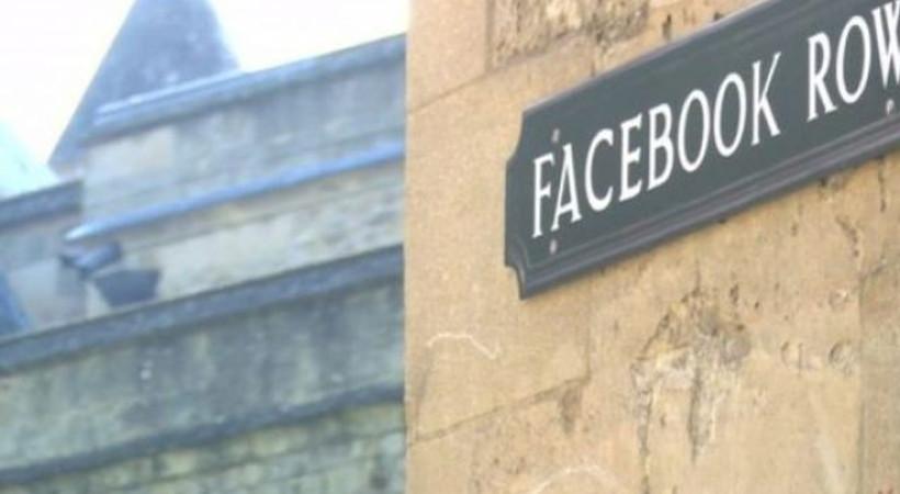 Oxford'da sosyal medya tabelaları: Facebook Sokağı, Snapchat Çıkmazı, Selfie Pasajı