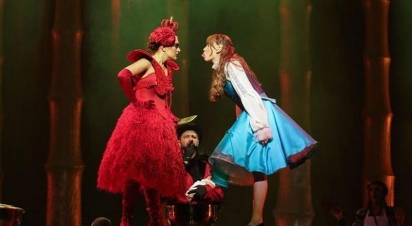 Alice Müzikali ilk kez sahnede!