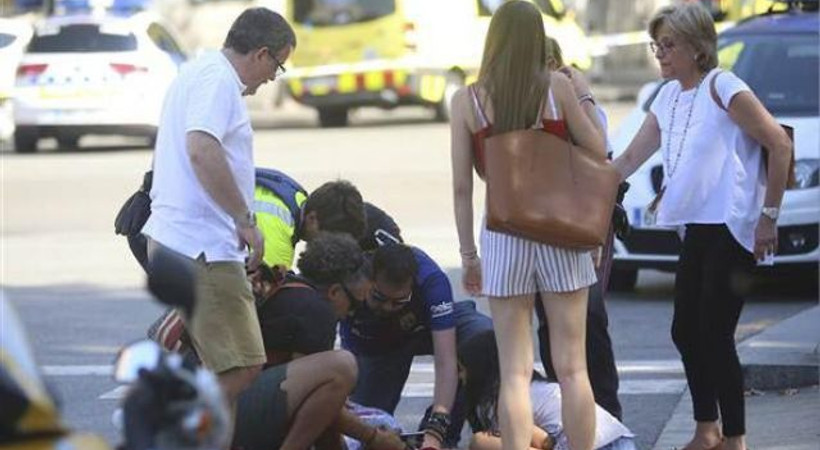 Gazeteler Barcelona'daki kanlı saldırıyı nasıl gördü? İşte, manşetler...