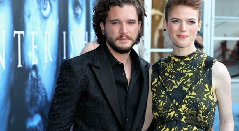 Game of Thrones'un Jon Snow'u eşini aldattı, çıplak pozları internete sızdı!