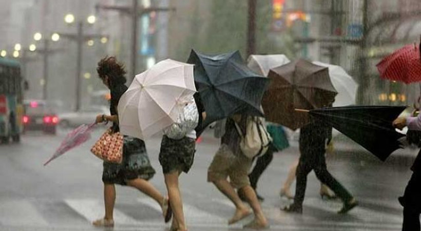 Yağmur İstanbul'u vurdu! İşte sosyal medyadan yağmur manzaraları!