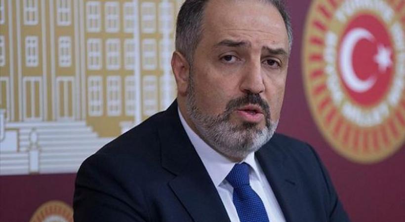 Hande Fırat duyurdu: AK Parti milletvekili Yeneroğlu, partideki tüm görevlerinden istifa ettiğine dair yazıyı yetkililere verdi