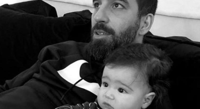 Arda Turan'ın eşi Aslıhan Doğan Turan, bebeklerinin fotoğrafını ilk kez paylaştı