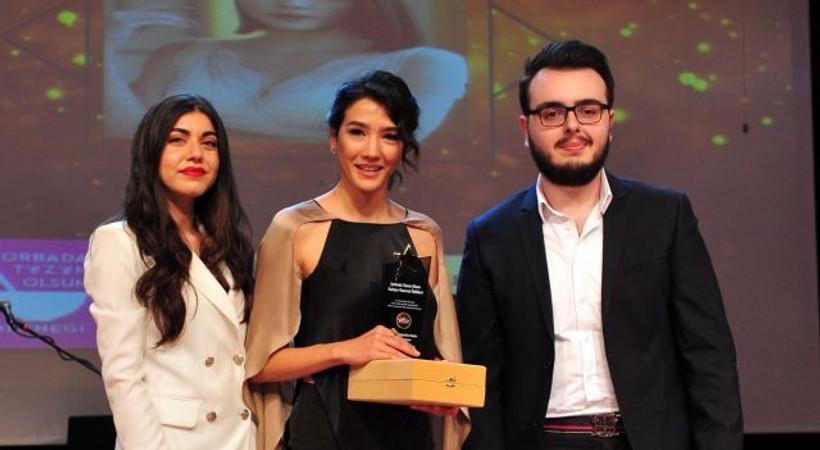 Aybüke Pusat ''ılın En Beğenilen Kadın Oyuncusu' seçildi!