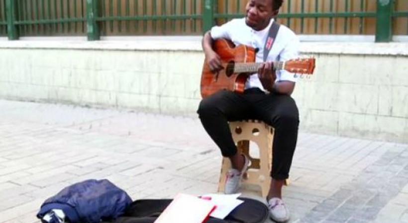 Aslışah Alkoçlar'ın verdiği bahşişle gündeme gelen müzisyen, hikayesini anlattı