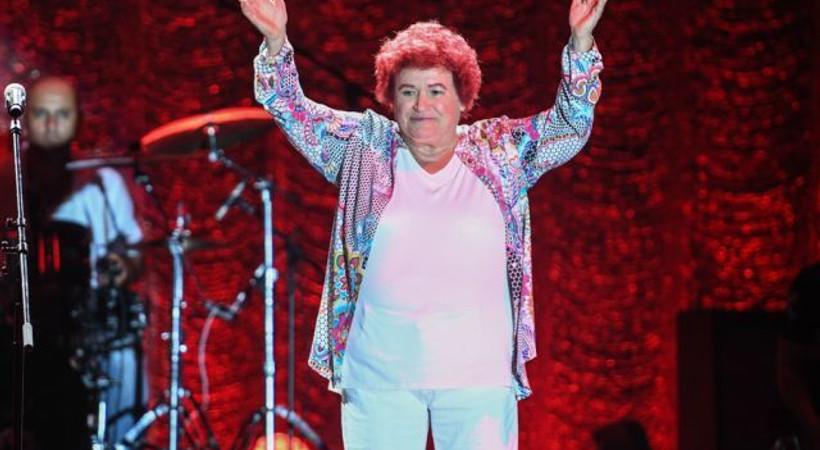 Selda Bağcan 7 kez 'bis' yaparak bir rekora imza attı