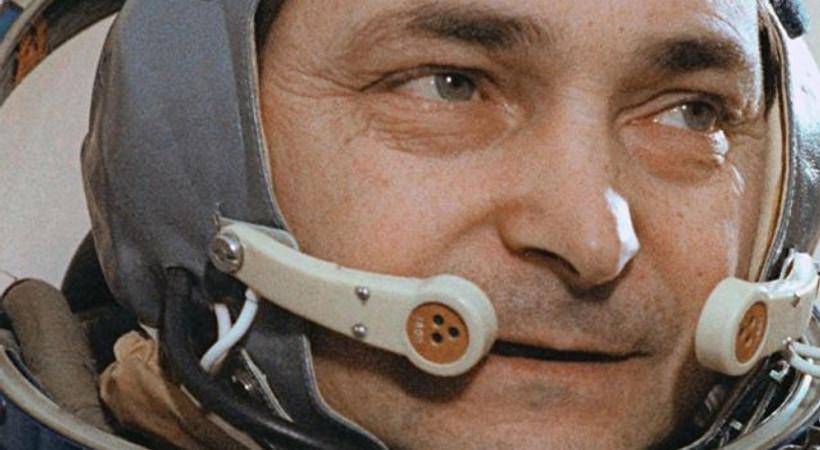 Uzayda tek başına kalma rekoru kıran kozmonot Bıkovskiy öldü