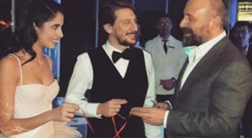 2 oyuncu nişanlandı, yüzükleri Halit Ergenç taktı!