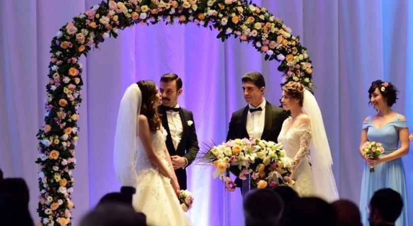 İstanbullu Gelin'de çifte düğün...