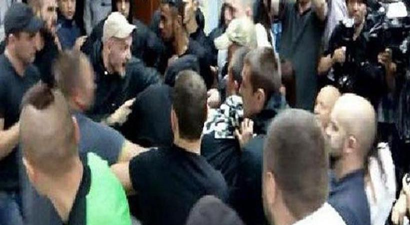 Şovmene meydan dayağı! Gazeteciler de yaralandı