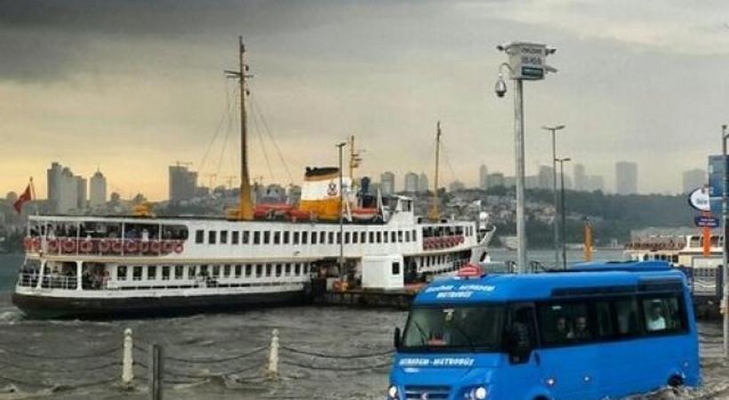 İstanbul'un yağmurla imtihanı sosyal medyayı salladı! 'İşte bunlar hep yağmur lobisi'