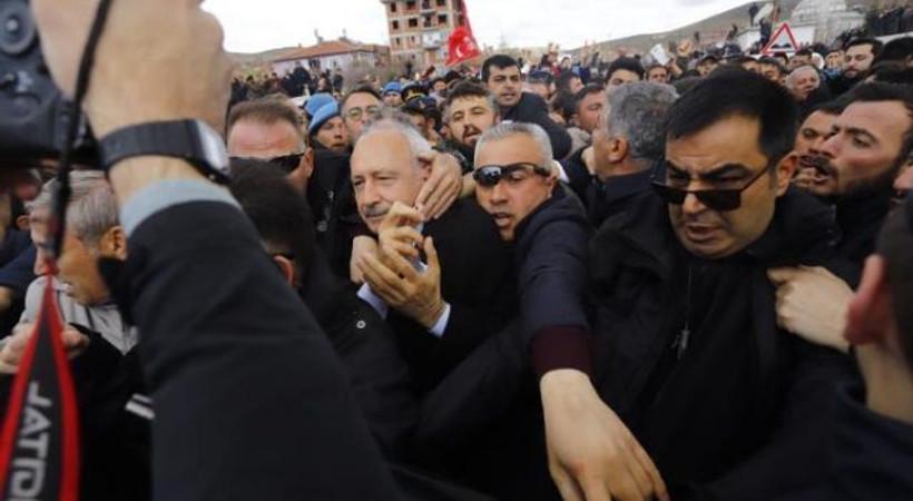 Kemal Kılıçdaroğlu'na şehit cenazesinde saldırı!