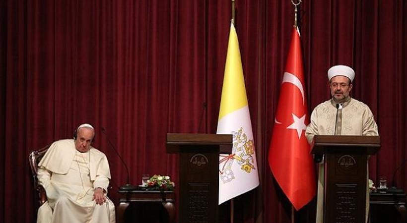 Diyanet İşleri Başkanı Papa ile buluştu, medyayı topa tuttu!