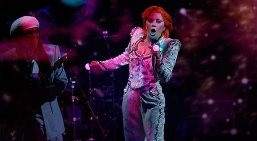 Lady Gaga, Grammy'de David Bowie oldu!