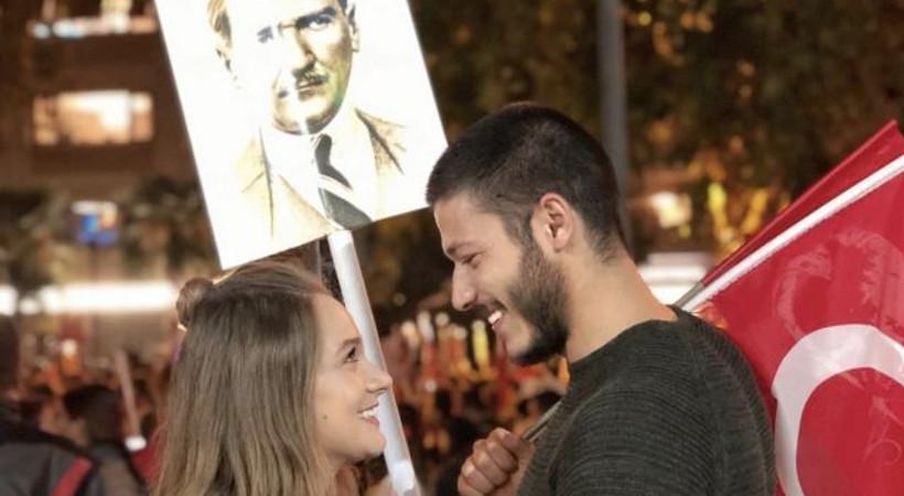 Ünlü oyuncu çiftin romantik pozuna beğeni yağdı!