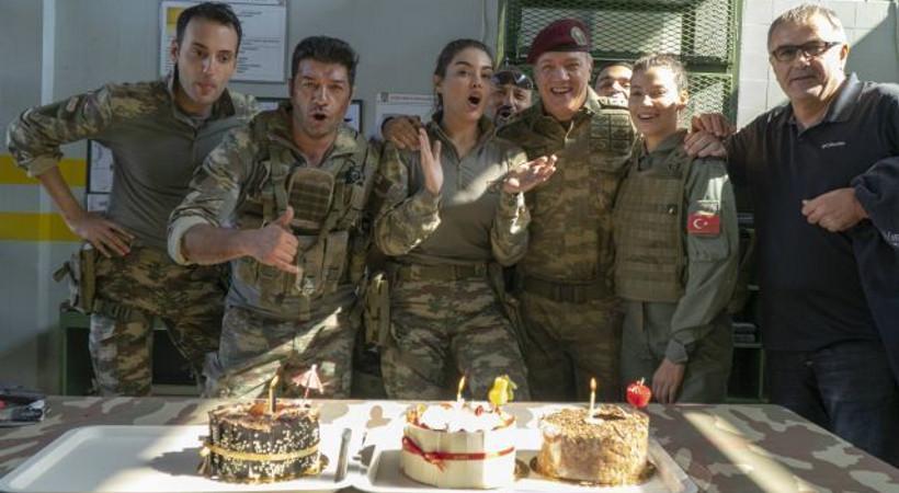 Murat Serezli'ye Savaşçı setinde sürpriz kutlama!