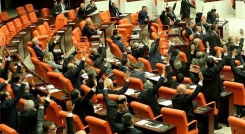298 oy ile kabul edilen Irak-Suriye tezkeresi sosyal medyada gündem oldu