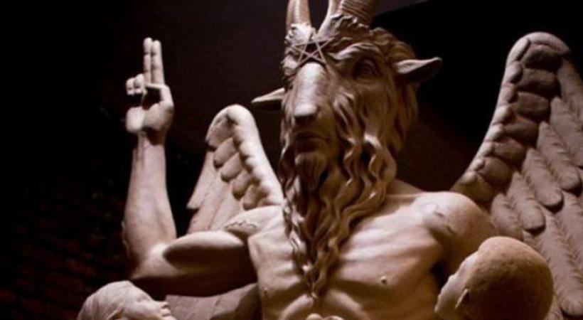 Keçi başlı şeytan heykeline tepki!
