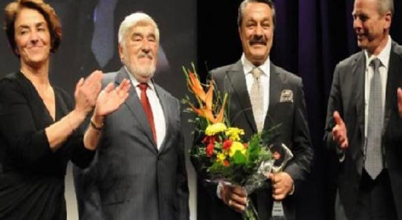 Kadir İnanır'ın katıldığı Türk Alman Film festivali açılış töreninde protesto!