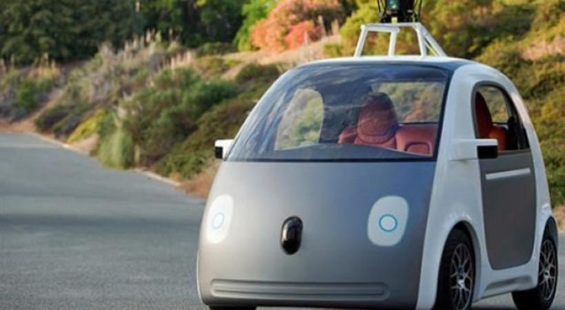 Google'ın sürücüsüz otomobili otobüse çarptı!