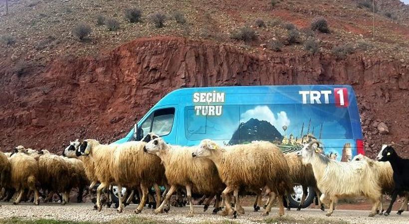 Hem 'Seçim Turu'na hem ekran yolculuğuna çıkıyor