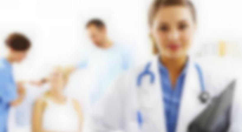Türk doktor adayları İngiltere'de hasta bakıyor