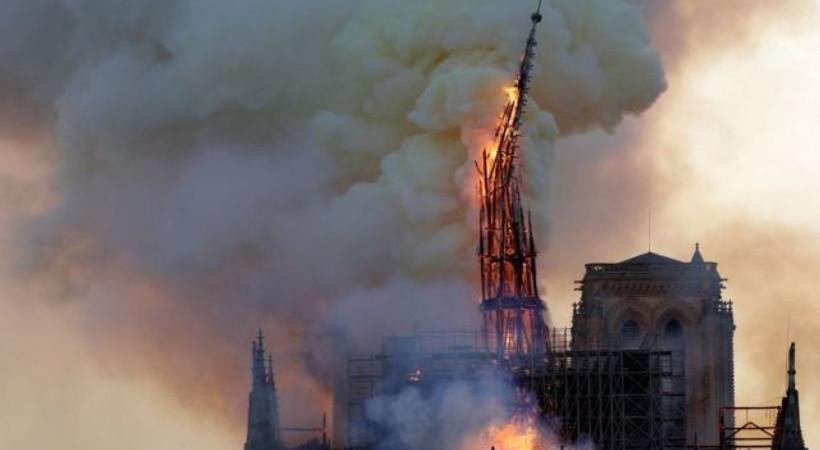 Notre Dame'ın yanmasının ardından 'Kamburu' en çok satanlara yükseldi
