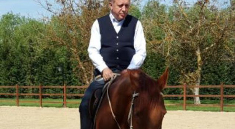 Cumhurbaşkanı Erdoğan yıllar sonra at üstünde