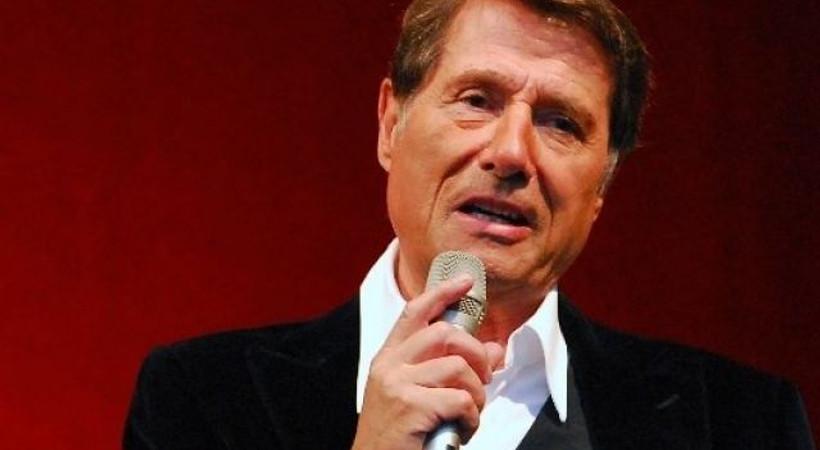Ünlü şarkıcı kalp krizine yenildi