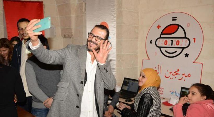 Mehmet Günsür'den Suriyeli çocuklara destek