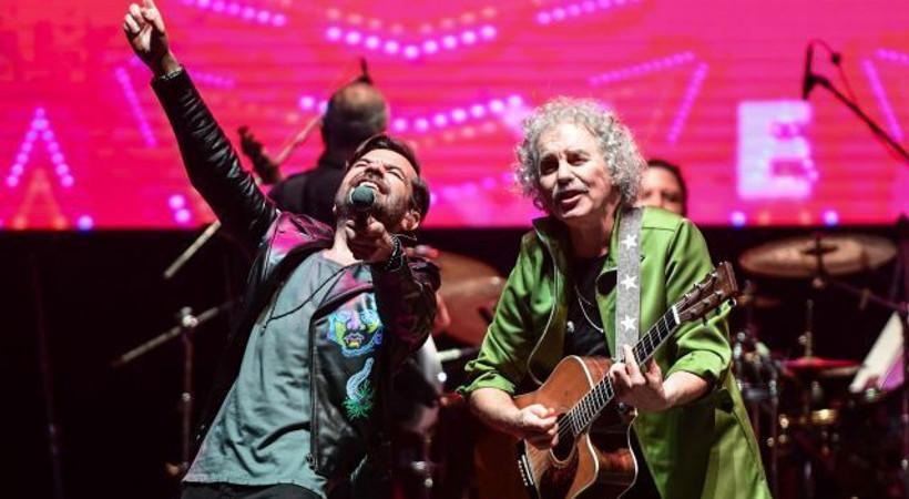 Yeni Türkü 40. yıl konserine yıldız yağmuru!