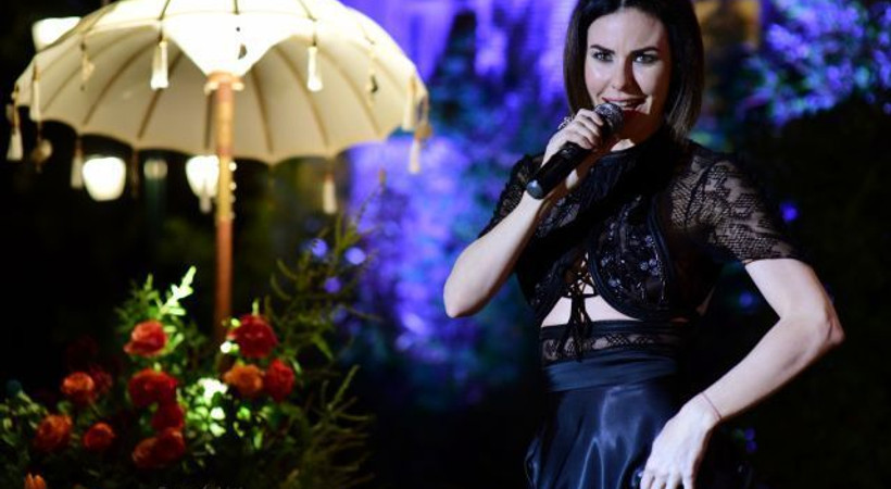 Defne Samyeli bu kez İstanbullu Gelin için şarkı söyledi!