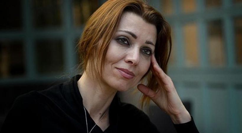 Hürriyet yazarından Elif Şafak'a: Orhan Pamuk bile bu kadarını akıl edememişti