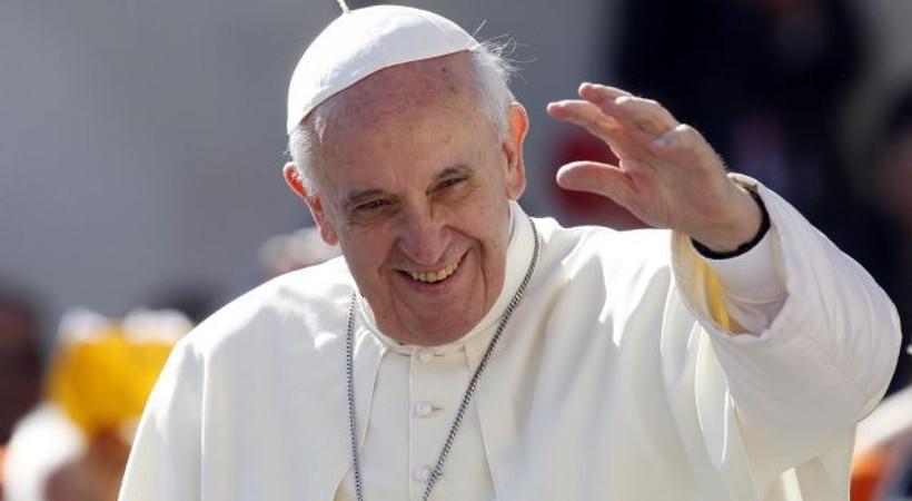 Papa'dan Charlie Hebdo saldırısında hayatını kaybedenler için dua!