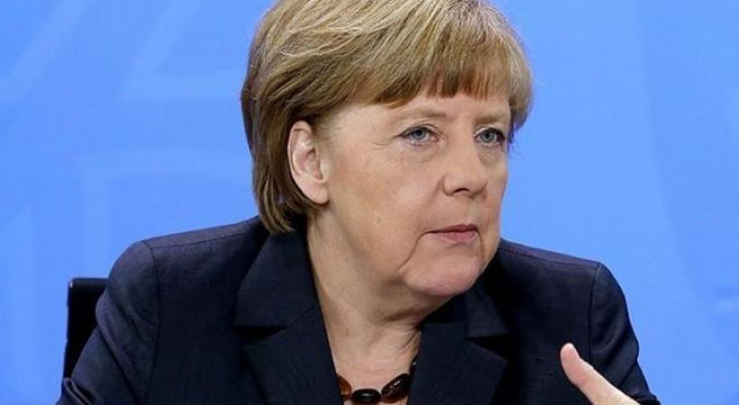 Merkel'den Böhmermann itirafı: Hata yaptım