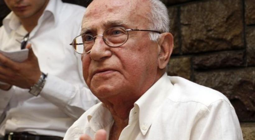Duayen gazeteci Cüneyt Arcayürek hayatını kaybetti